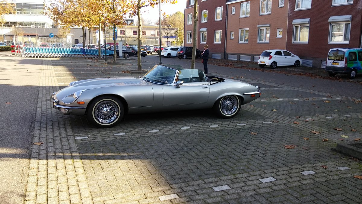 1974 V12 E-Type roadster manual a/c hardtop 27K miles For Sale (picture 2 of 6)