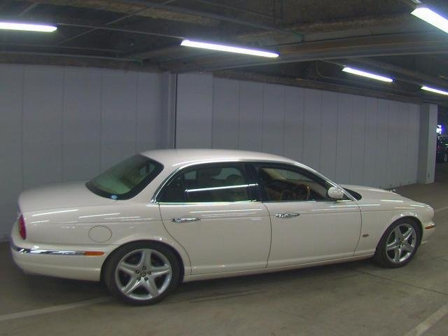 2007 Jaguar Sovereign 4.2  43k FSH as new condition For Sale (picture 2 of 6)