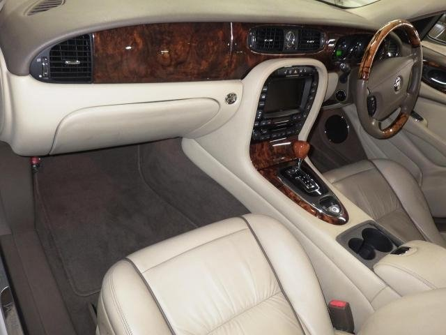2007 Jaguar Sovereign 4.2  43k FSH as new condition For Sale (picture 3 of 6)
