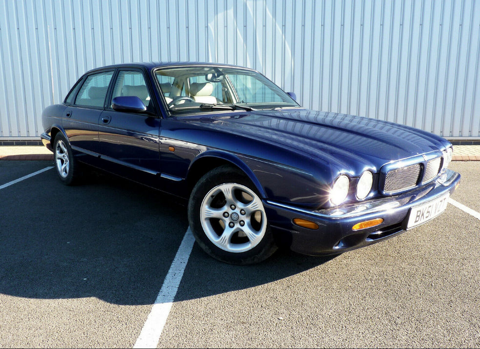 2001 XJ 3.2 EXECUTIVE V8 ** 1 YR MOT / 14 STAMPS ** For Sale (picture 1 of 6)