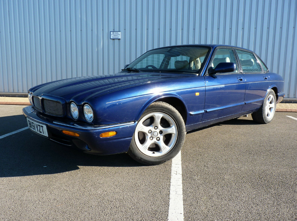 2001 XJ 3.2 EXECUTIVE V8 ** 1 YR MOT / 14 STAMPS ** For Sale (picture 2 of 6)