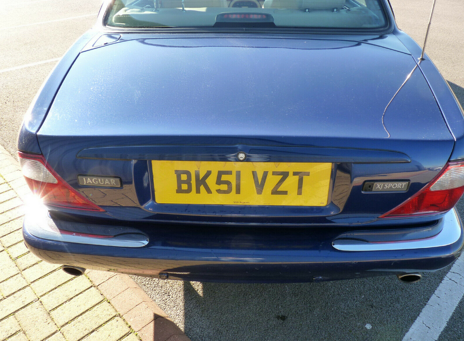 2001 XJ 3.2 EXECUTIVE V8 ** 1 YR MOT / 14 STAMPS ** For Sale (picture 3 of 6)