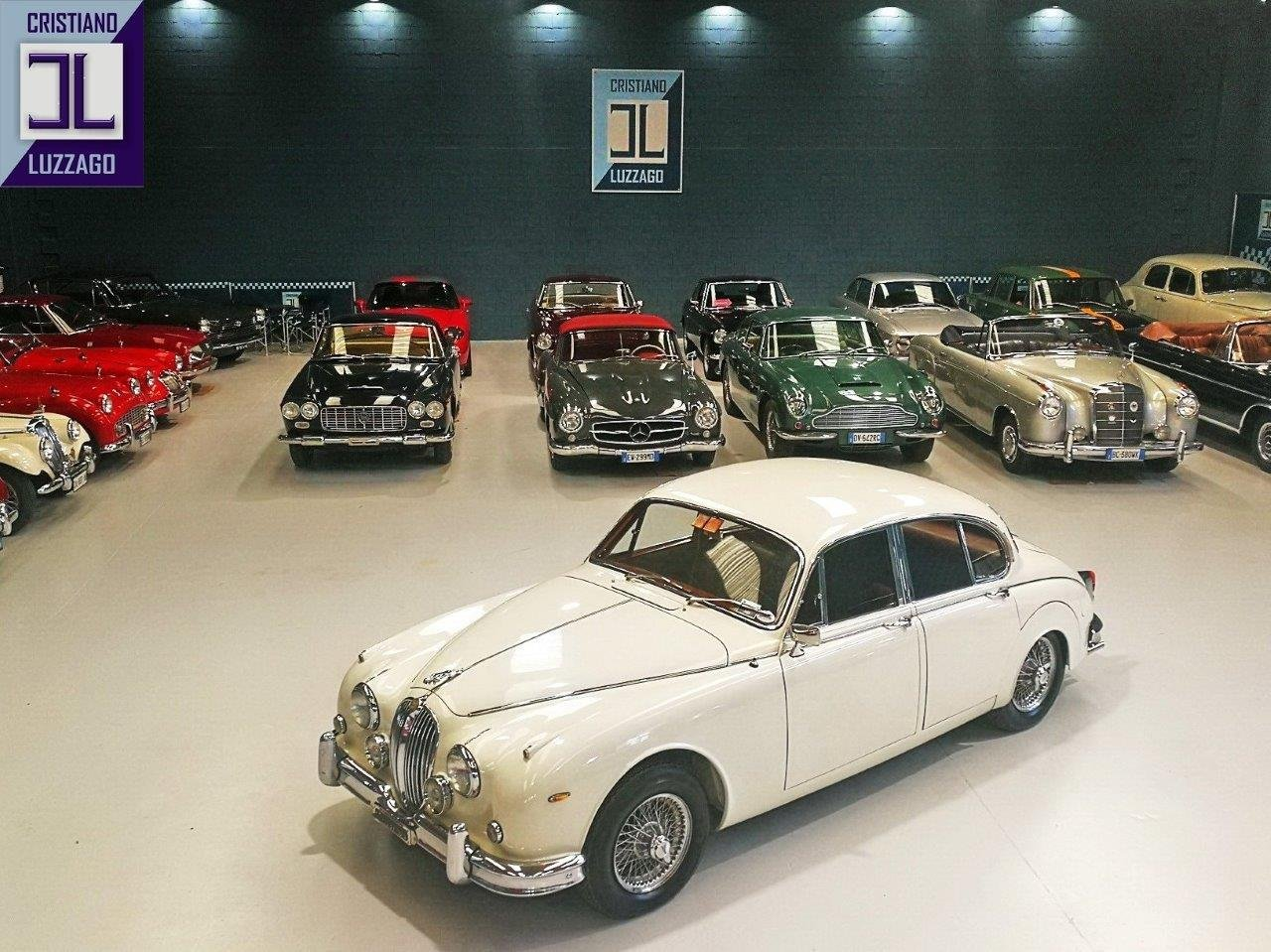 1967 JAGUAR MK2 3.800 SALOON WITH POWER STEERING AND AIR CON For Sale (picture 1 of 6)