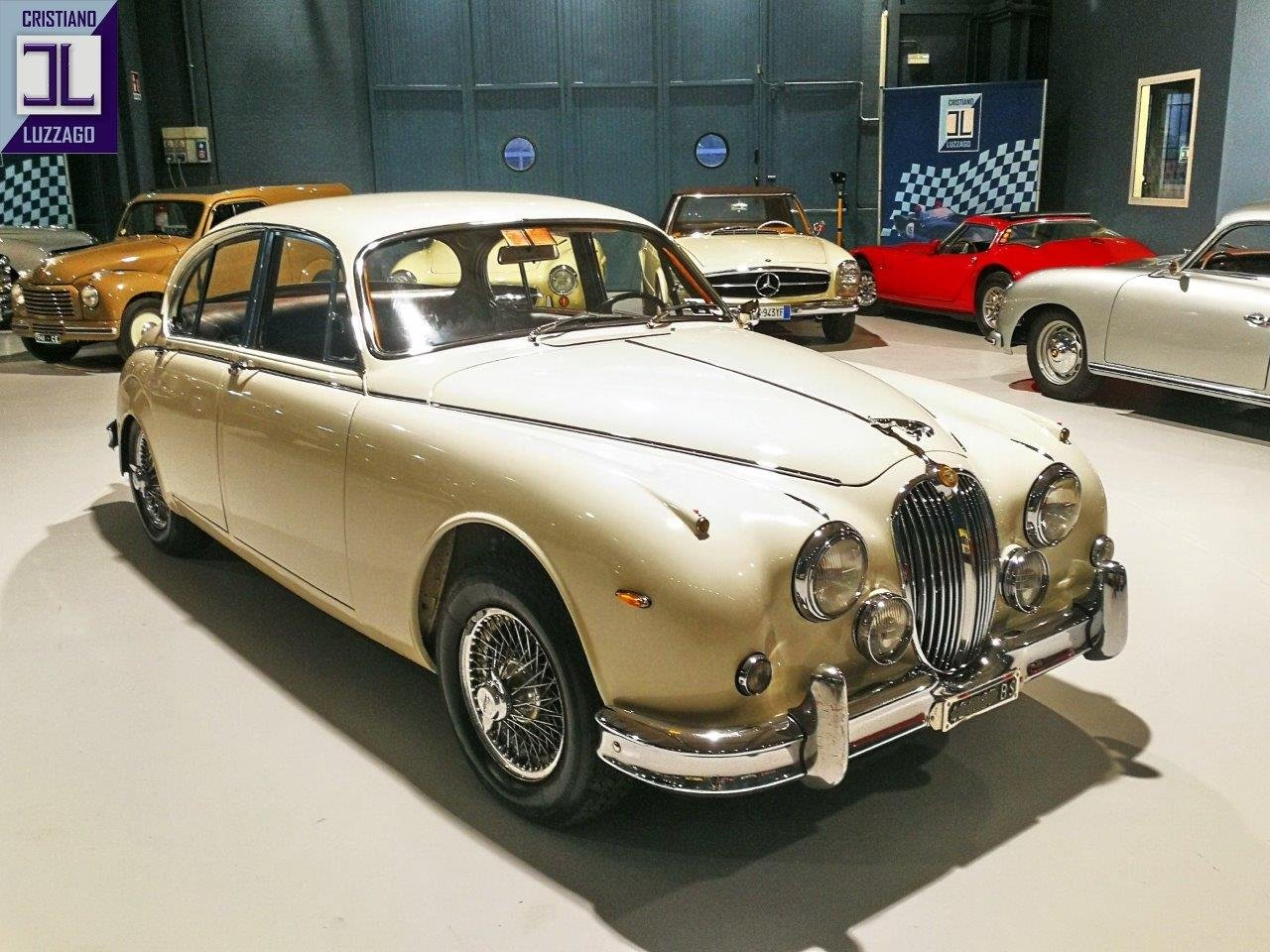 1967 JAGUAR MK2 3.800 SALOON WITH POWER STEERING AND AIR CON For Sale (picture 2 of 6)