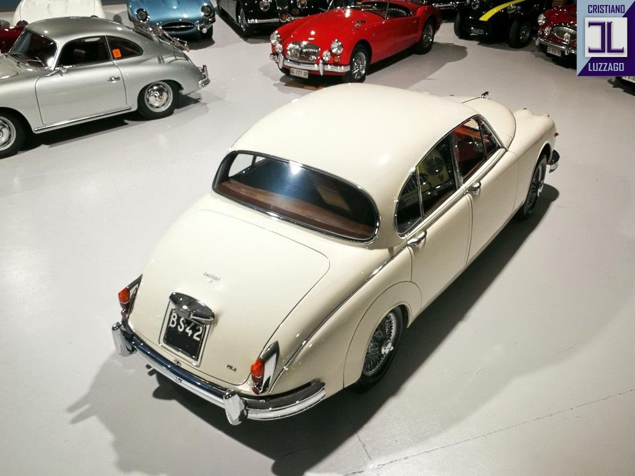 1967 JAGUAR MK2 3.800 SALOON WITH POWER STEERING AND AIR CON For Sale (picture 3 of 6)