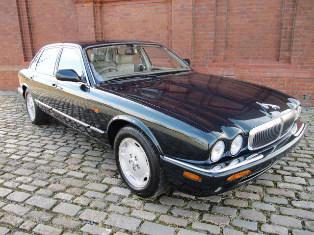 1999  JAGUAR XJ MODERN CLASSIC 3.2 EXECUTIVE * ONLY 12000 MILES  SOLD (picture 1 of 6)