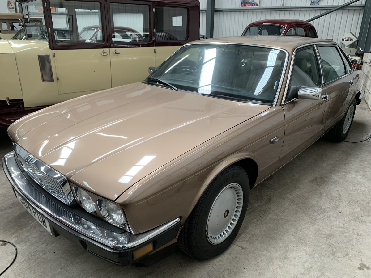 1989 JAGUAR XJ6 2.9 Auto For Sale (picture 3 of 6)