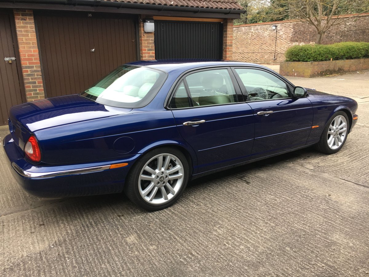 Jaguar XJR X350 2004 54k miles and stunning 100HD pics For Sale (picture 2 of 6)