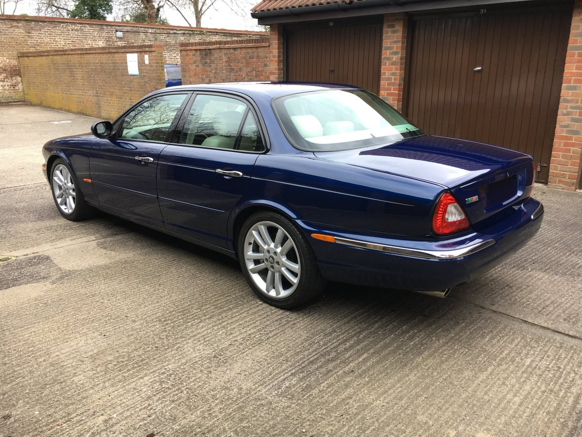Jaguar XJR X350 2004 54k miles and stunning 100HD pics For Sale (picture 3 of 6)