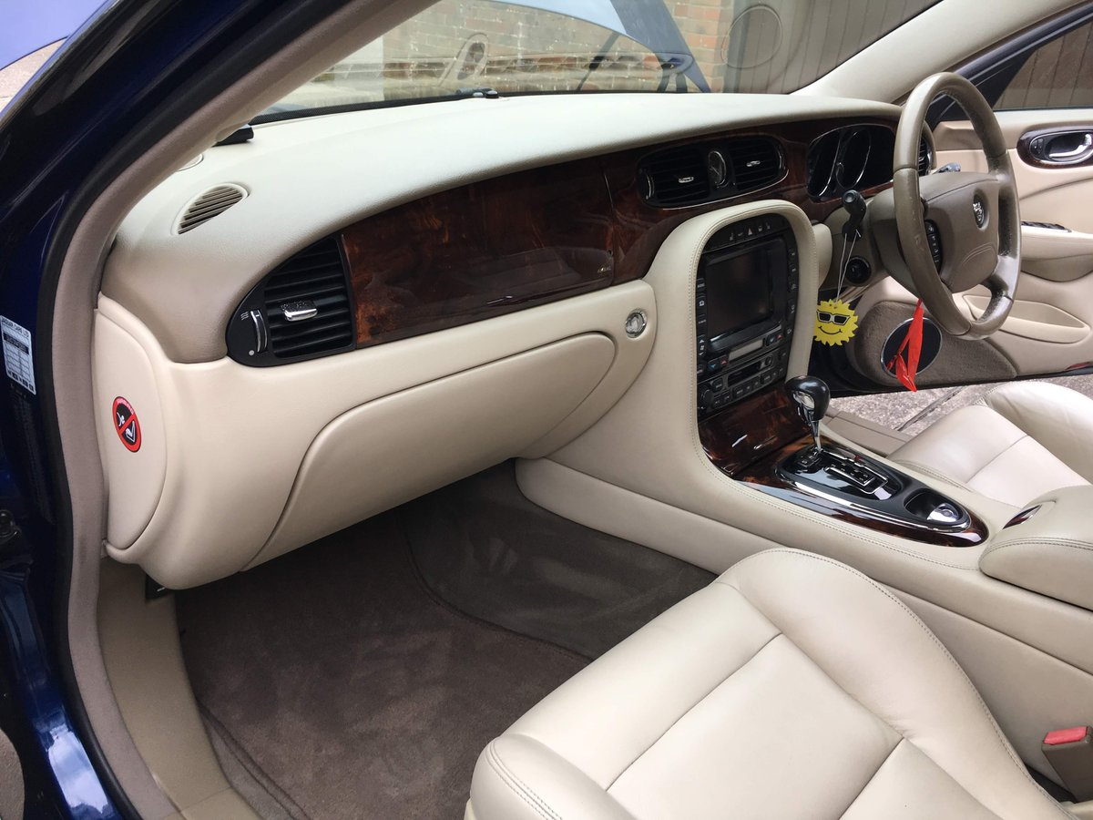 Jaguar XJR X350 2004 54k miles and stunning 100HD pics For Sale (picture 5 of 6)