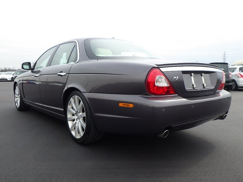 Jaguar Sovereign X358 2008 very low miles and FSH For Sale (picture 2 of 6)