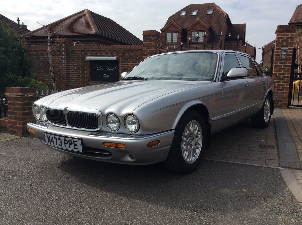 2000 Jaguar XJ8 3.2 45000 Miles exceptional condition SOLD (picture 2 of 6)