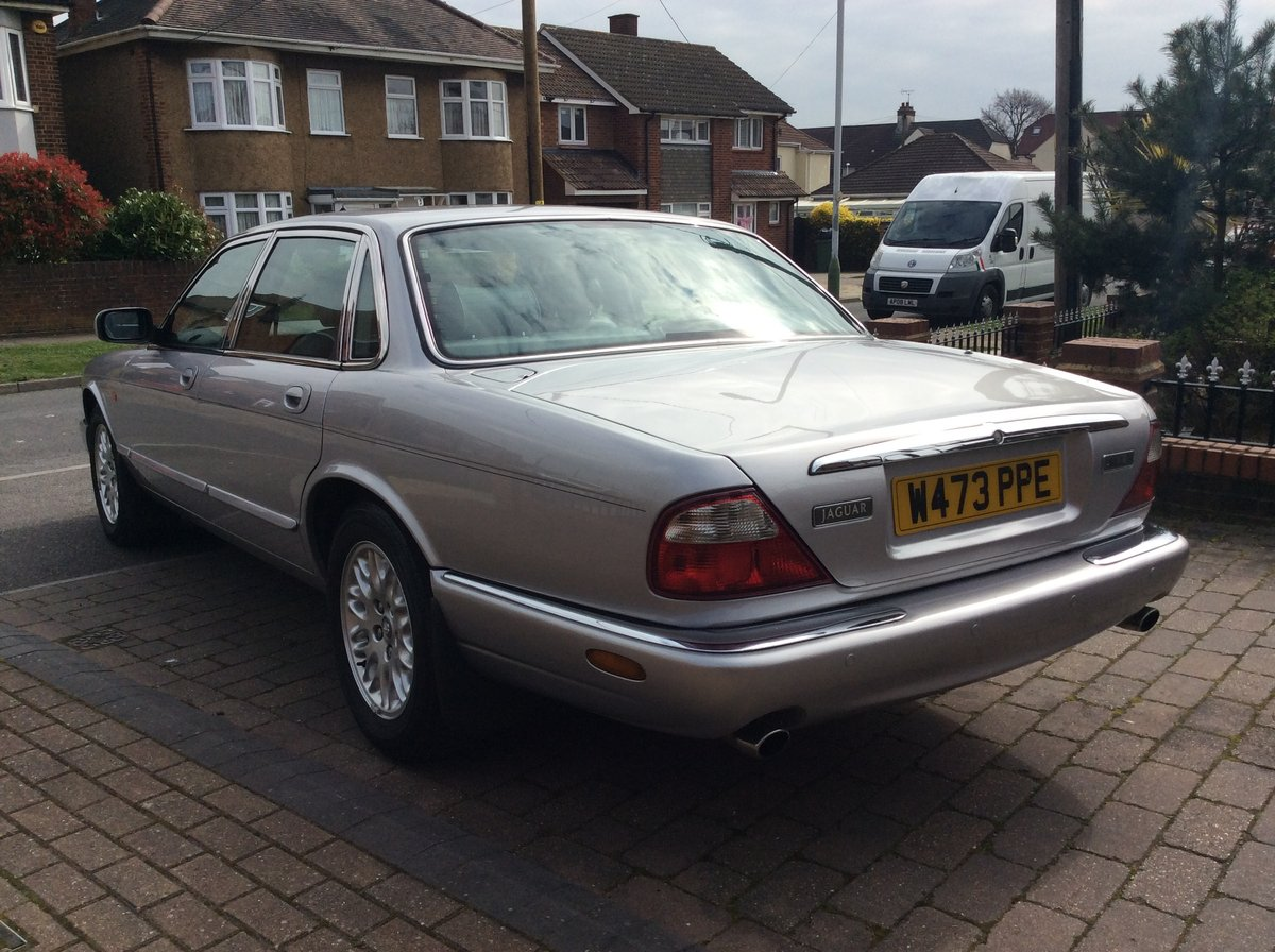 2000 Jaguar XJ8 3.2 45000 Miles exceptional condition SOLD (picture 3 of 6)