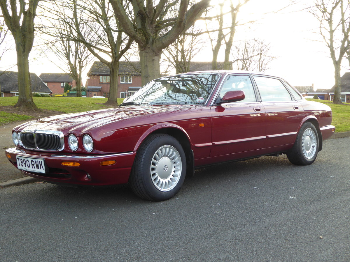 1999 Exceptional Low Mileage XJ8 12,345 miles! For Sale (picture 1 of 6)