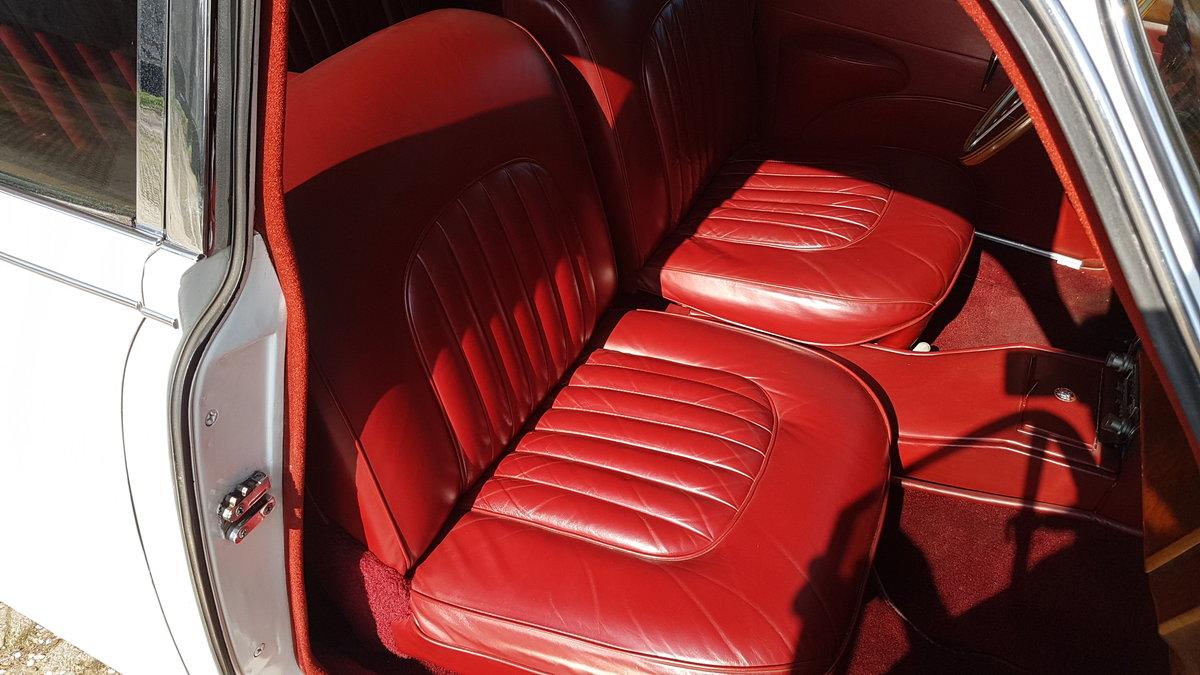 Jaguar Mk2 3.8 Automatic (1962) For Sale (picture 5 of 6)