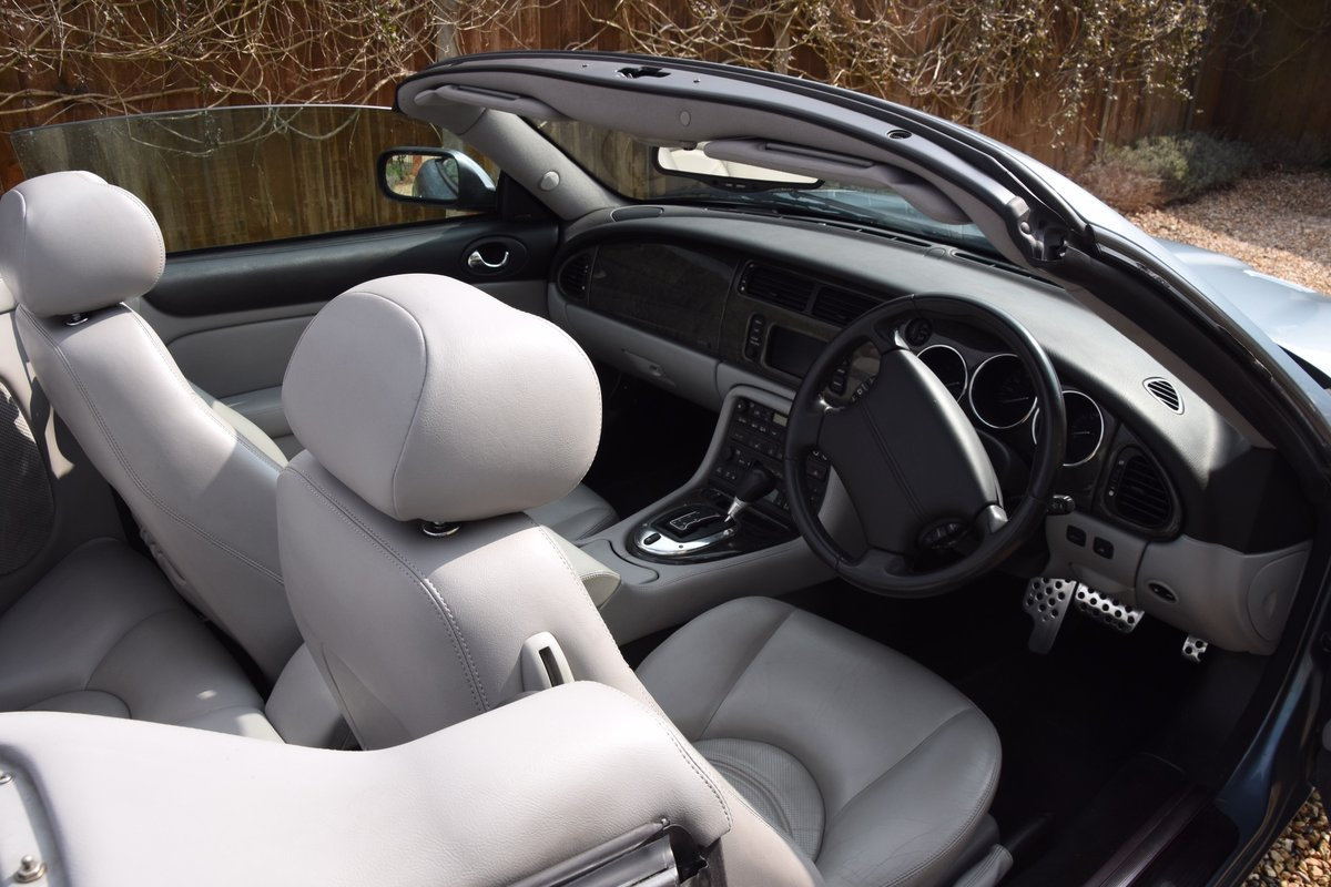 2003 Classic Jaguar XKR 4.2 Supercharged Convertible For Sale (picture 4 of 6)