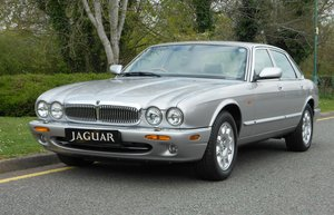 JAGUAR XJ8 3.2SE (2002) 75K WITH FSH  For Sale