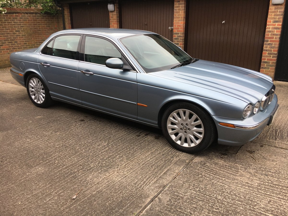 2004 Jaguar XJ6 3.0 SE  V6 119k  exceptional  with FSH 100 pics For Sale (picture 1 of 6)