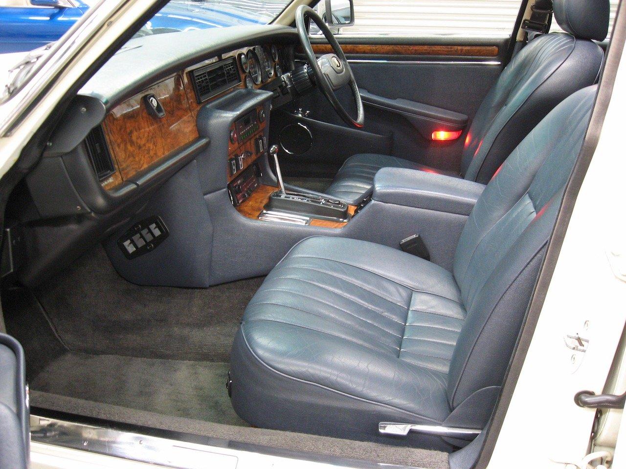 1988 Jaguar XJ12 Series 3 V12 Sovereign For Sale (picture 5 of 6)