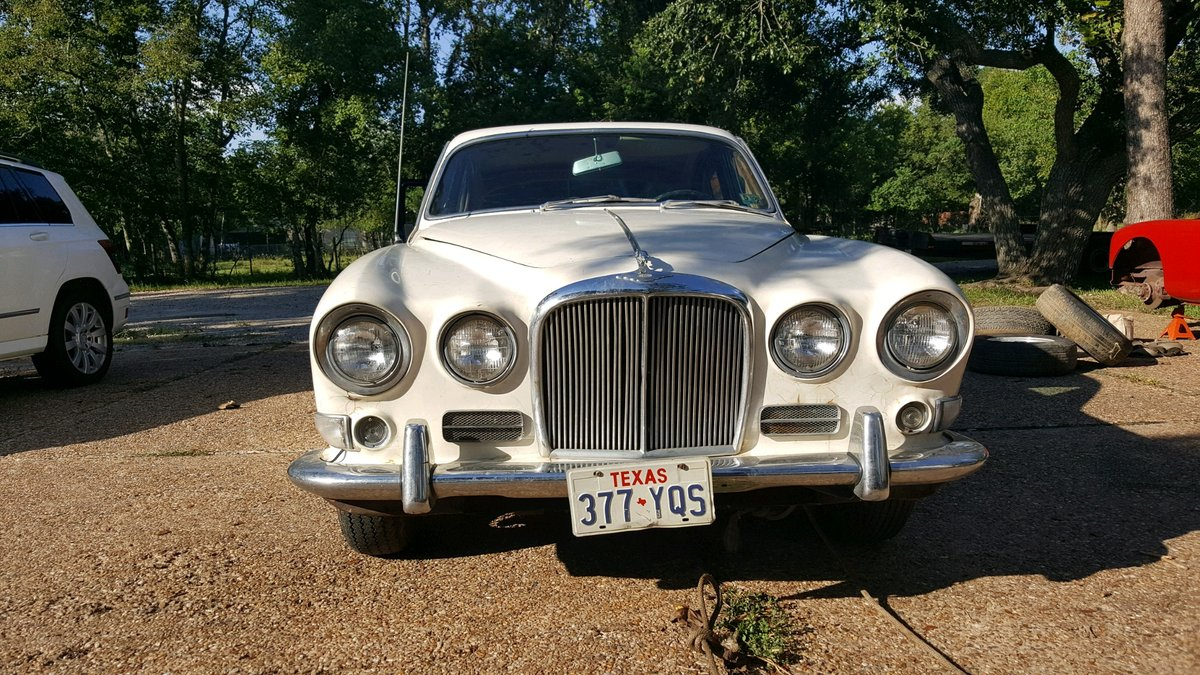 1967 Jaguar 420 rust free - Barn find SOLD (picture 1 of 6)