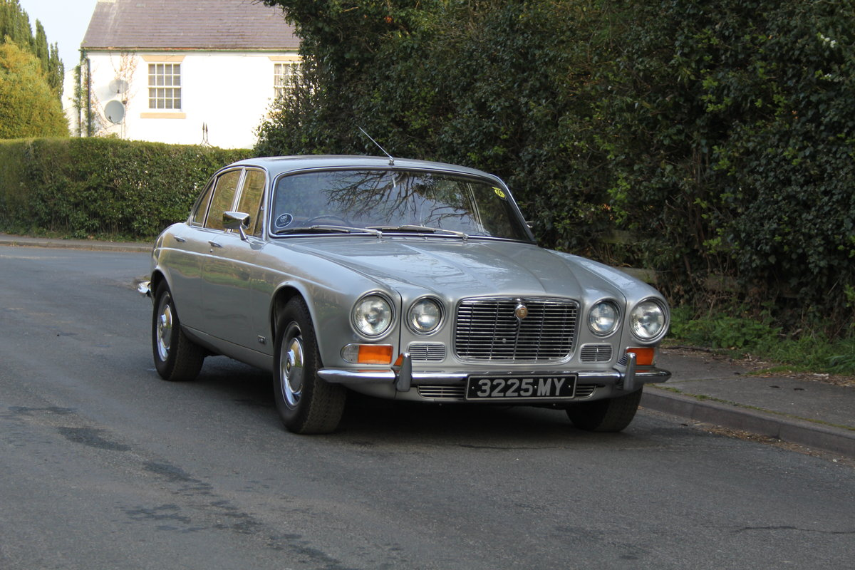 1970 Jaguar XJ6 Series I 4.2 Manual with Overdrive SOLD (picture 1 of 12)