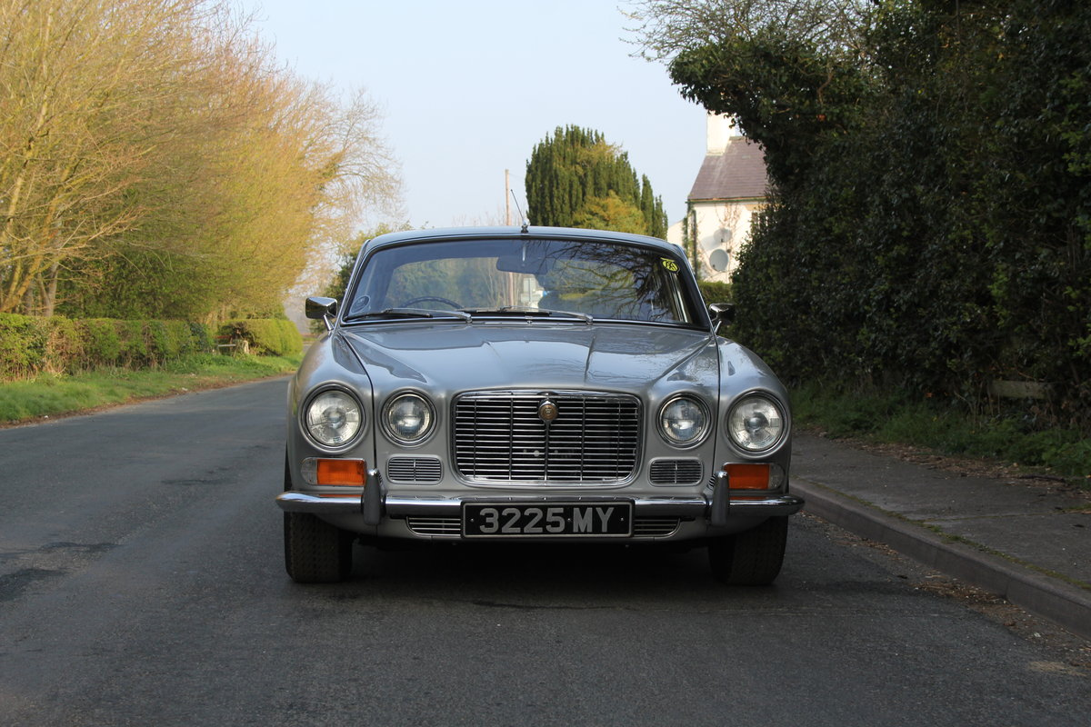 1970 Jaguar XJ6 Series I 4.2 Manual with Overdrive SOLD (picture 2 of 12)