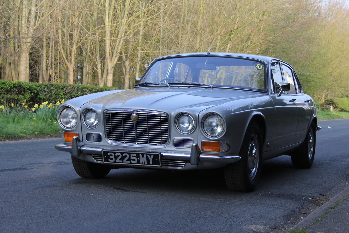 1970 Jaguar XJ6 Series I 4.2 Manual with Overdrive SOLD (picture 3 of 12)
