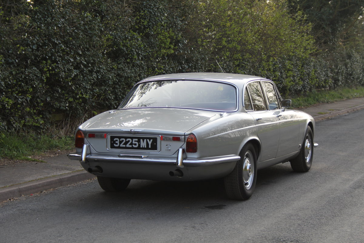 1970 Jaguar XJ6 Series I 4.2 Manual with Overdrive SOLD (picture 4 of 12)