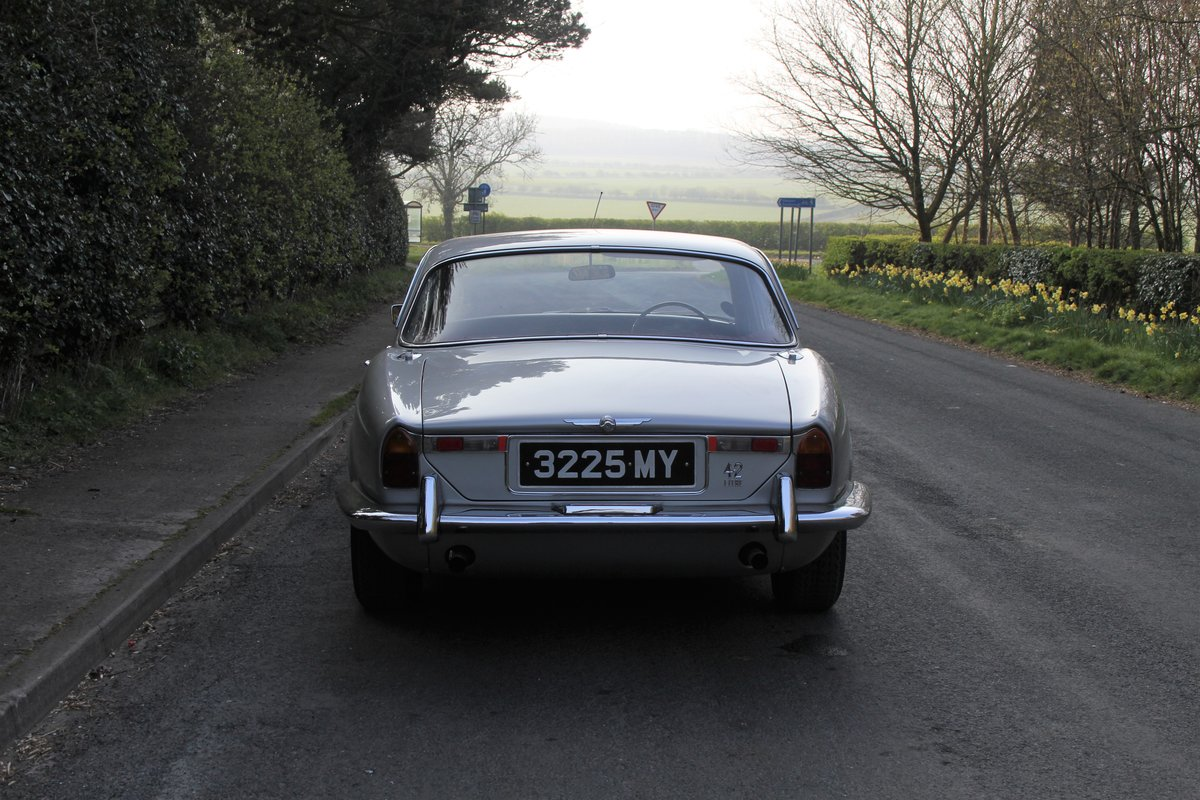 1970 Jaguar XJ6 Series I 4.2 Manual with Overdrive SOLD (picture 5 of 12)