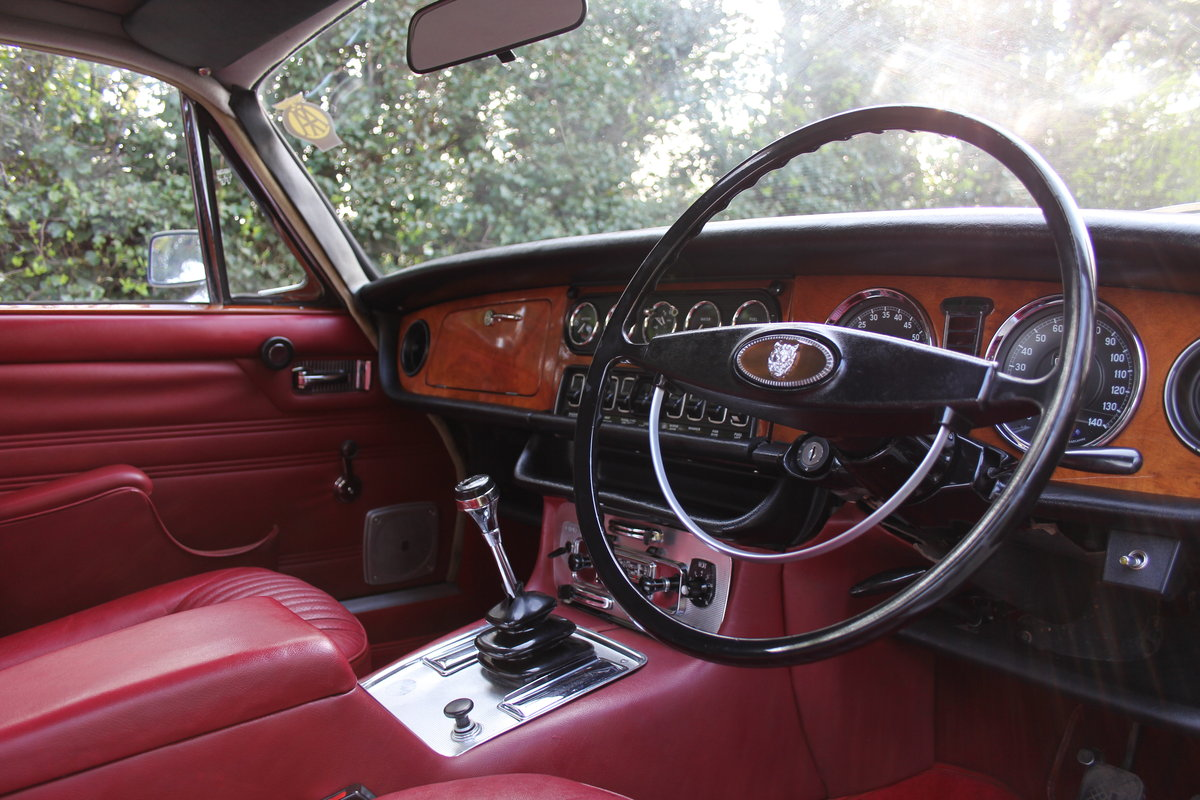 1970 Jaguar XJ6 Series I 4.2 Manual with Overdrive SOLD (picture 6 of 12)