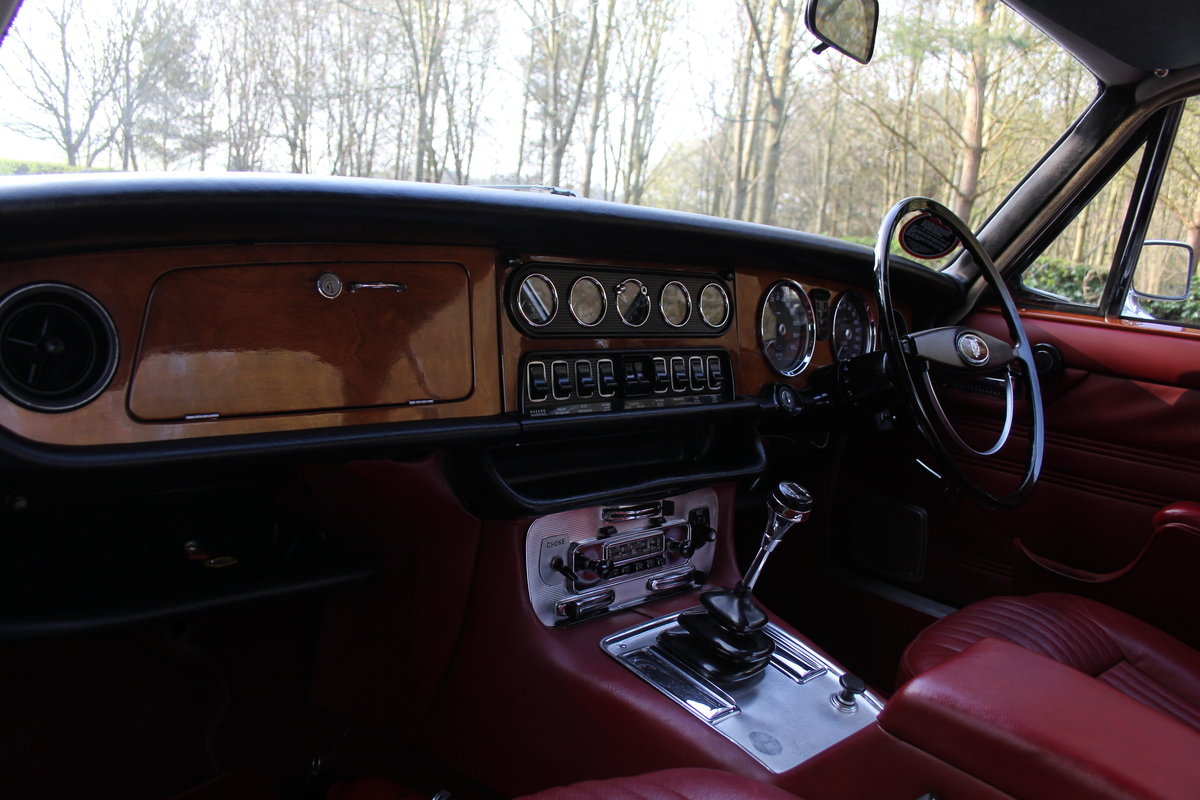 1970 Jaguar XJ6 Series I 4.2 Manual with Overdrive SOLD (picture 8 of 12)