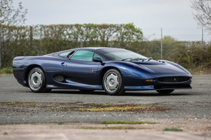 1995 Jaguar XJ220 - Right-hand drive 700 miles from new