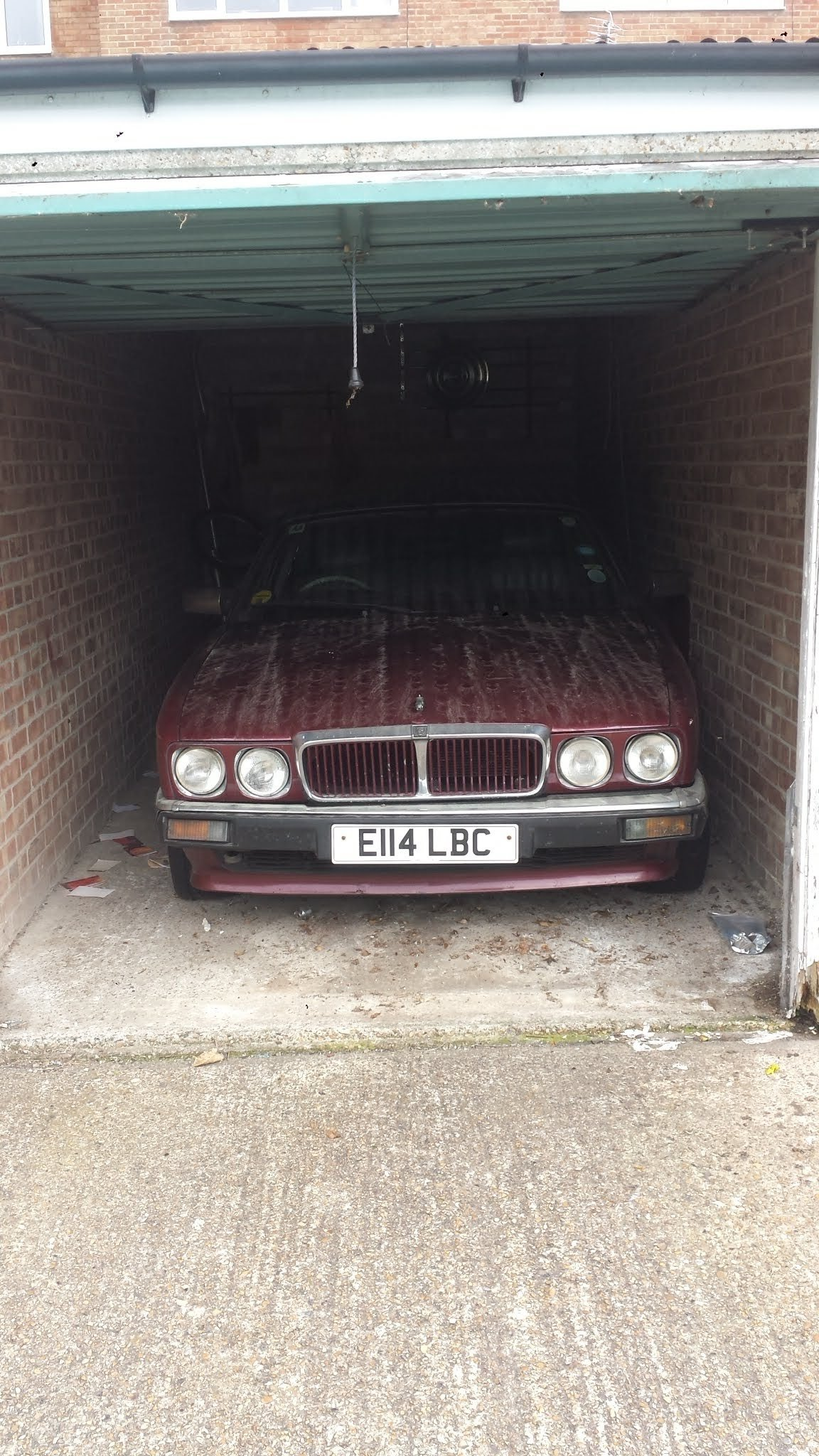 1988 DIY project Jaguar XJ40 in lock up 7 years now up for sale For Sale (picture 1 of 6)