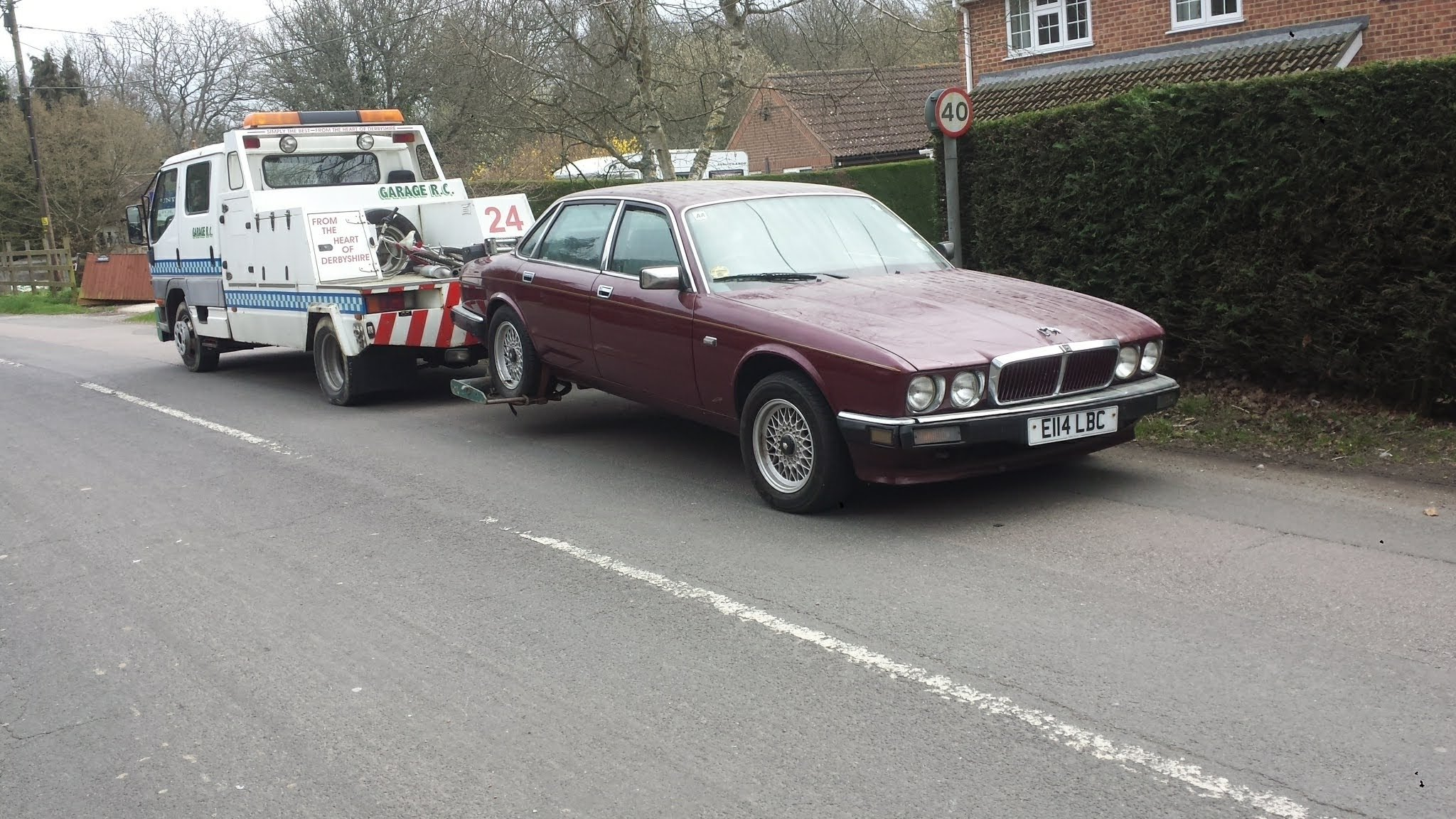 1988 DIY project Jaguar XJ40 in lock up 7 years now up for sale For Sale (picture 3 of 6)
