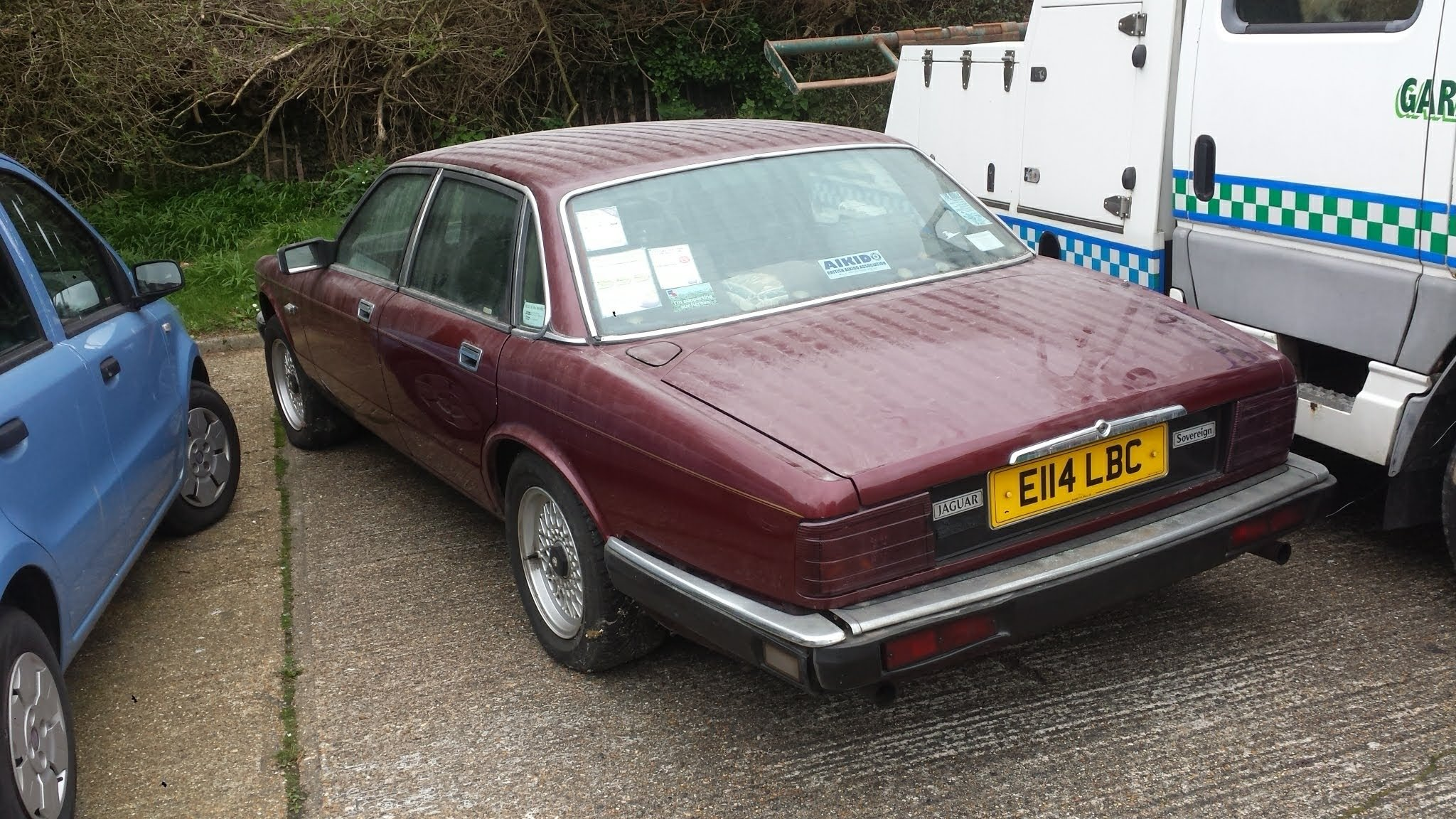 1988 DIY project Jaguar XJ40 in lock up 7 years now up for sale For Sale (picture 4 of 6)