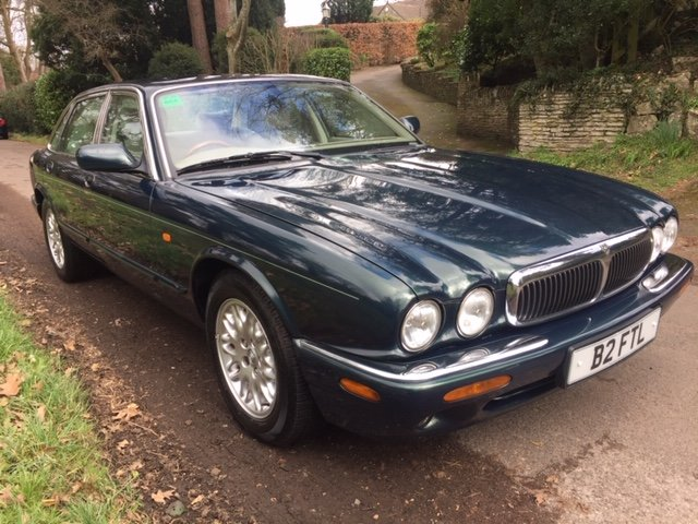 2000 BRITISH RACING GREEN XJ8, 60K ONLY, FSH For Sale (picture 1 of 6)