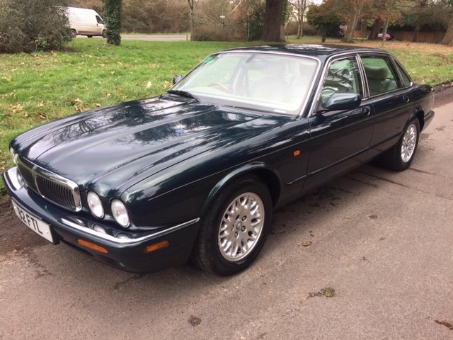 2000 BRITISH RACING GREEN XJ8, 60K ONLY, FSH For Sale (picture 2 of 6)
