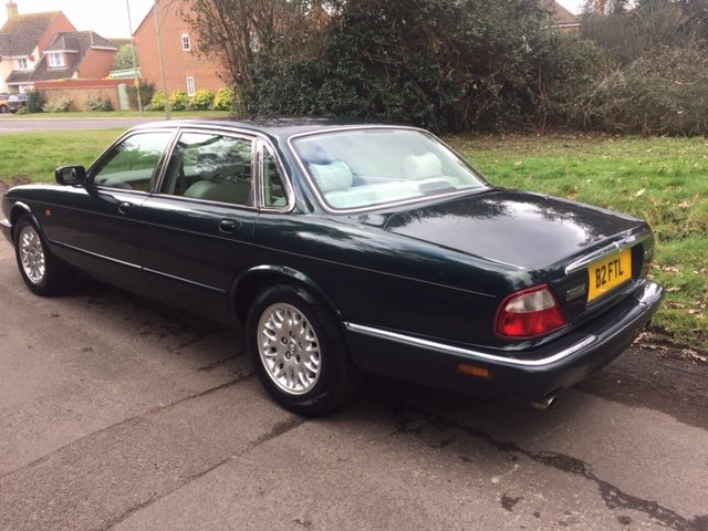 2000 BRITISH RACING GREEN XJ8, 60K ONLY, FSH For Sale (picture 3 of 6)