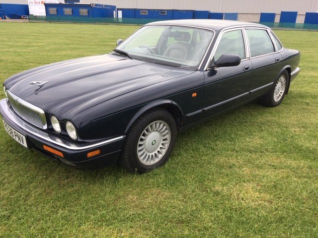 1997 Jaguar Sovereign at Morris Leslie Classic Auction 25th May SOLD by Auction (picture 2 of 6)