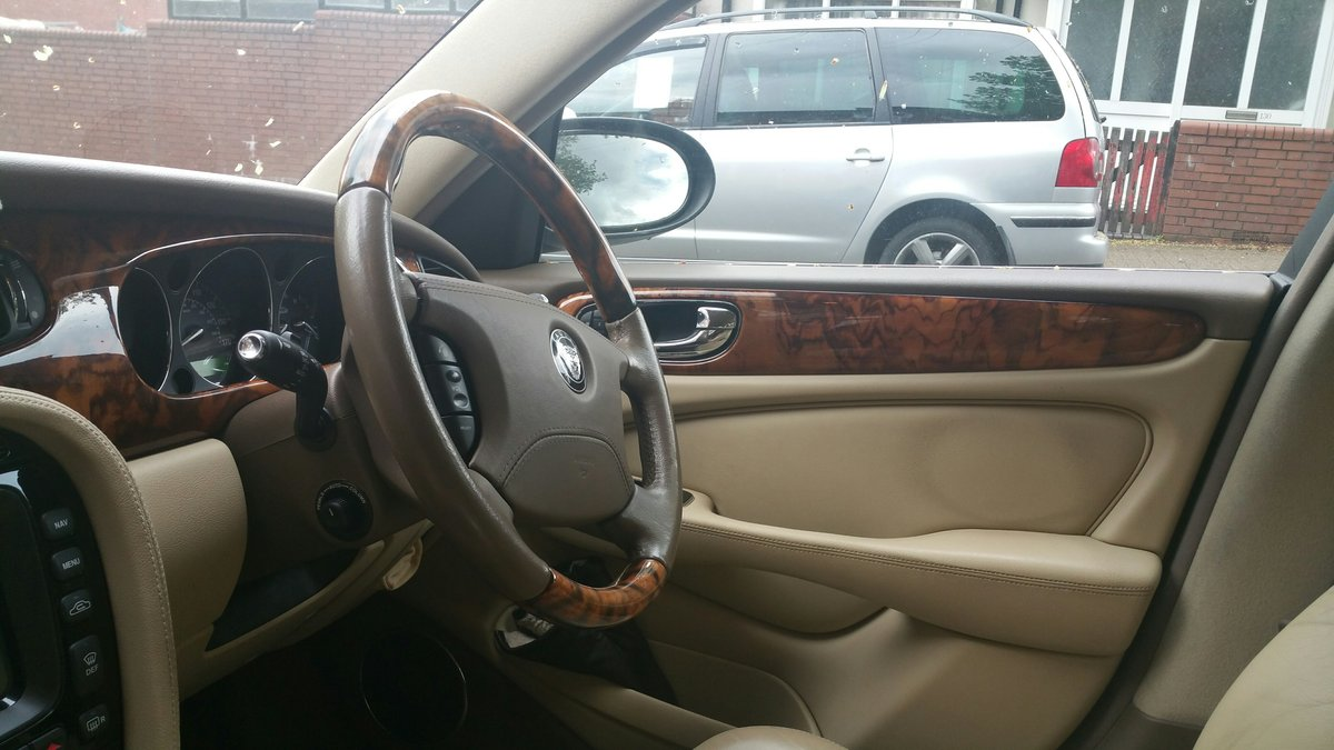 2006 Low mileage excellent XJ6 TDVI For Sale (picture 2 of 6)