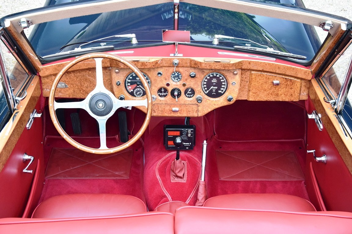 1957 Jaguar XK140 DHC. Restored and improved. For Sale (picture 5 of 6)