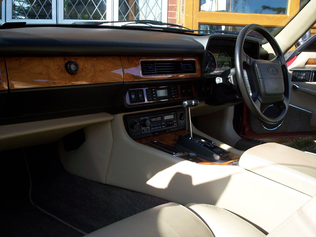 1993 Stunning low mileage facelift 4.0 For Sale (picture 2 of 5)