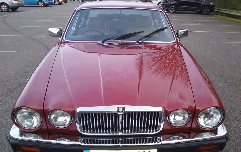 1985 jaguar XJ6 Sovereign 4.2 auto Series 3 SOLD (picture 3 of 6)