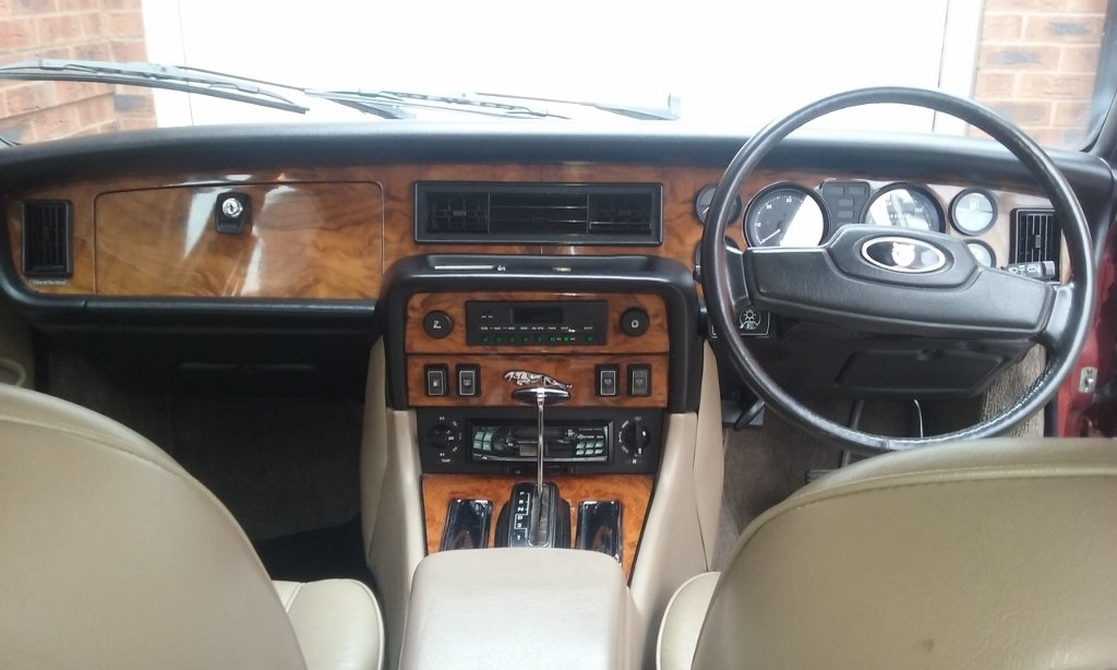 1985 jaguar XJ6 Sovereign 4.2 auto Series 3 SOLD (picture 4 of 6)