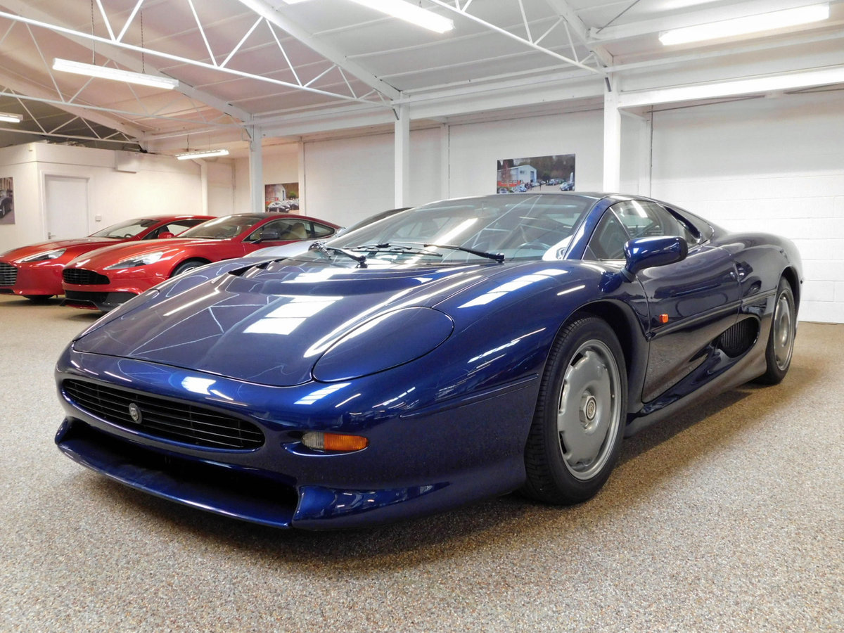 1992 JAGUAR XJ220 ** ONLY 4,000 KM ** FOR SALE For Sale (picture 1 of 6)