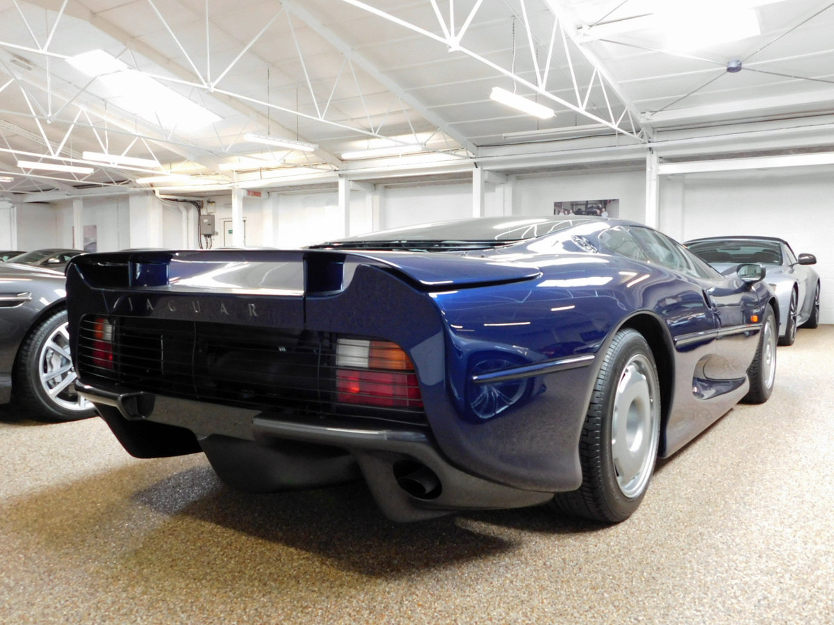 1992 JAGUAR XJ220 ** ONLY 4,000 KM ** FOR SALE For Sale (picture 2 of 6)