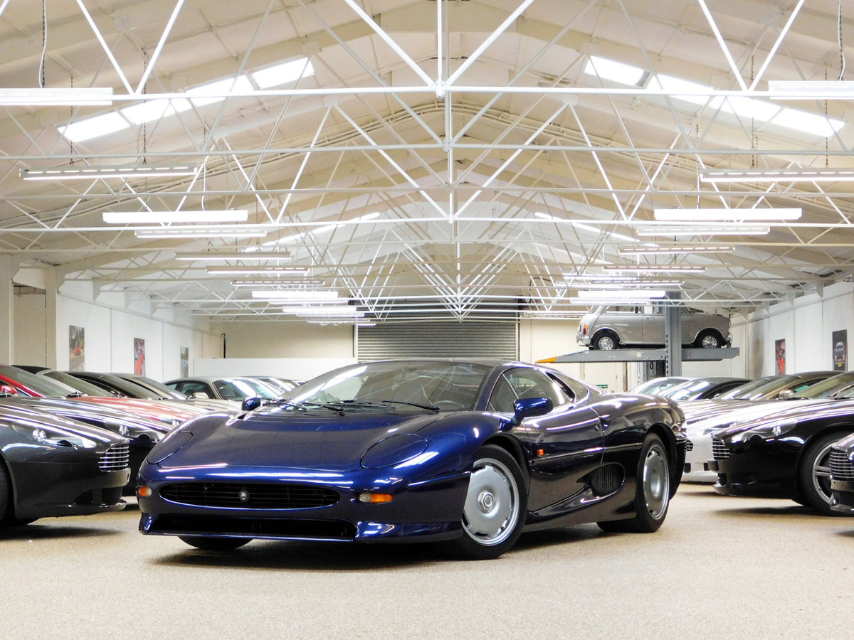 1992 JAGUAR XJ220 ** ONLY 4,000 KM ** FOR SALE For Sale (picture 3 of 6)