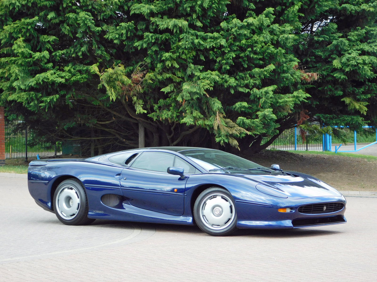 1992 JAGUAR XJ220 ** ONLY 4,000 KM ** FOR SALE For Sale (picture 4 of 6)