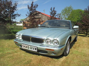 Superb rustfree XJ8 low mileage Seafrost Silver