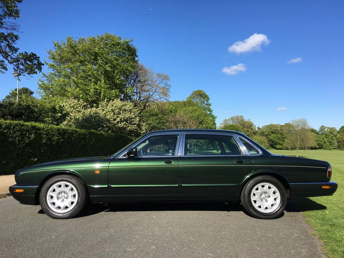1998 Jaguar XJ8 4.0 V8 Sovereign Automatic LWB - 16,150 miles For Sale (picture 3 of 6)
